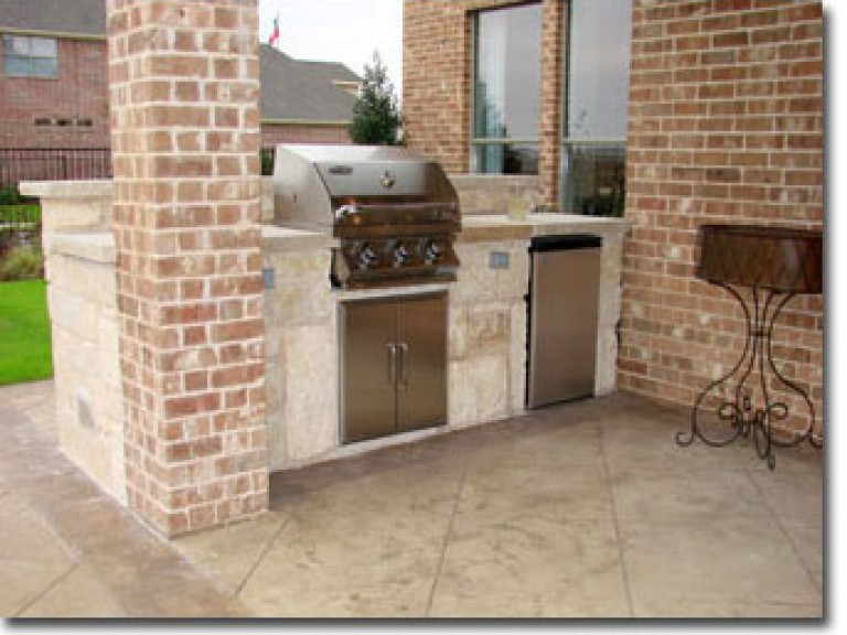 26sm-Stone-Patio-Kitchen-Wi1