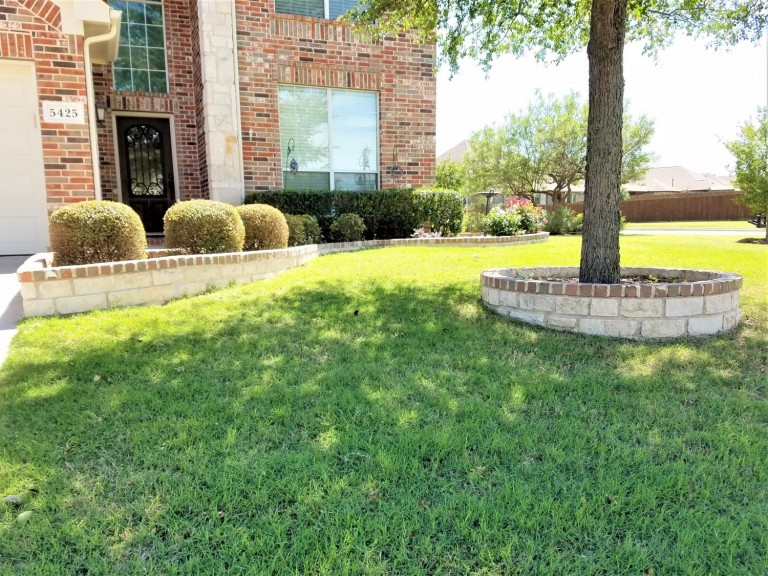 McKinney-TX-Stone-Brick-Flower-Bed-Boarders-1500x1125